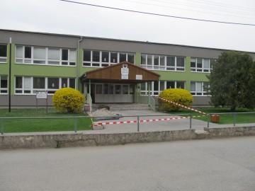 Bezbariérový vstup do budovy základnej školy
