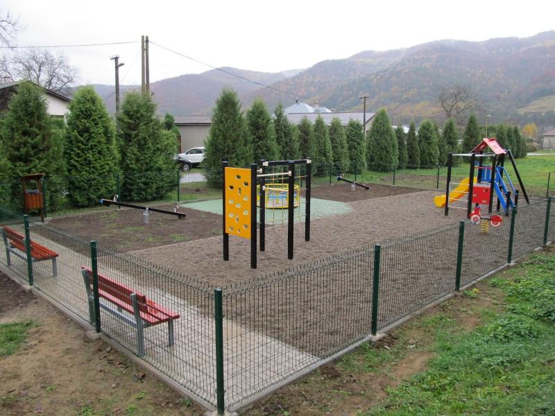 Výstavba detského ihriska v oddychovej zóne pri Ľutinke